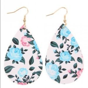 Jewelry - ⭐️NWT Spring Floral Earrings⭐️